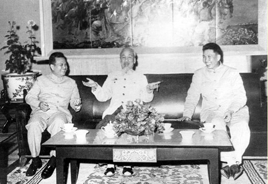 Name:  anh HCM-Kaysone-Pol Pot.jpg Views: 51 Size:  52.8 KB