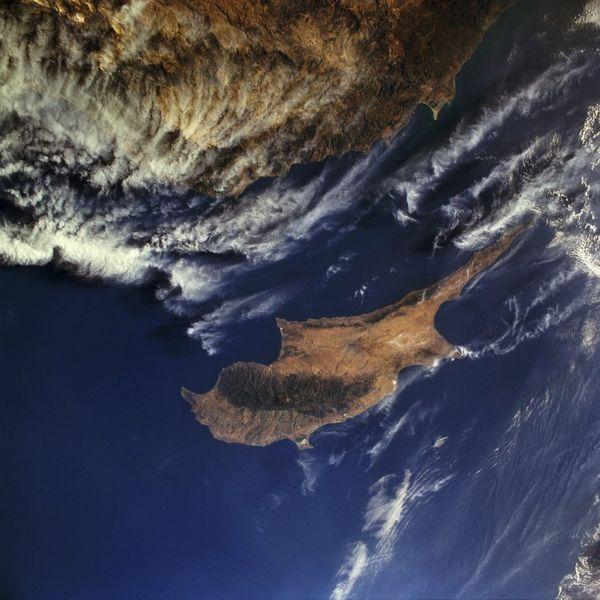 Name:  600px-Zypern_aus_dem_Weltall_gesehen.jpg Views: 327 Size:  59.8 KB
