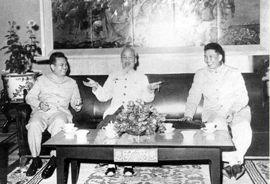 Name:  anh HCM-Kaysone-Pol Pot.jpg Views: 66 Size:  52.8 KB